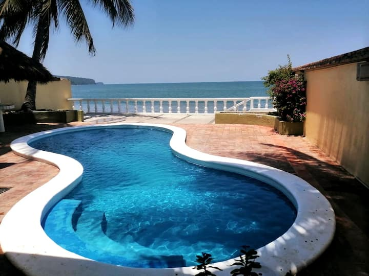 Casa Tortuga, Relax On the Beach, Ocean Front Pool