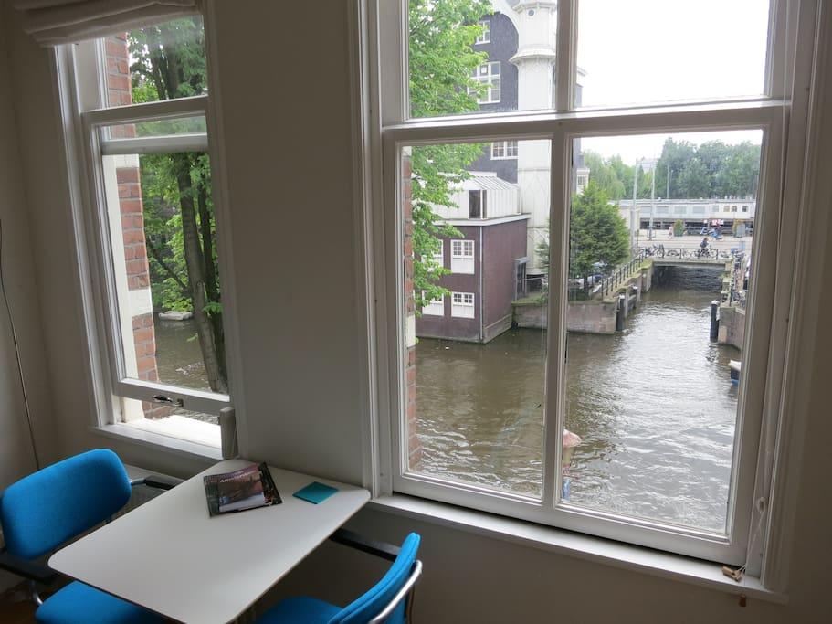 Heart of Amsterdam light canal aptm