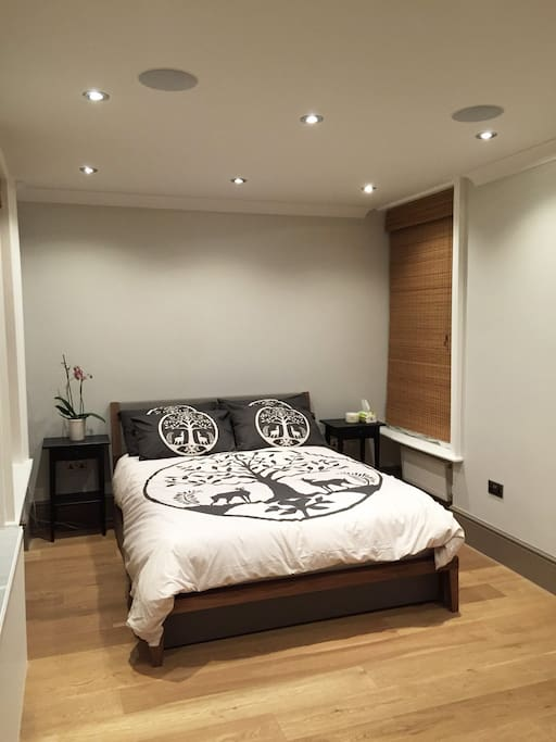 King-size bedroom with in-ceiling speakers for any mood