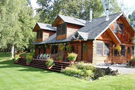 Fireweed Station Historic Lodge - Hus
