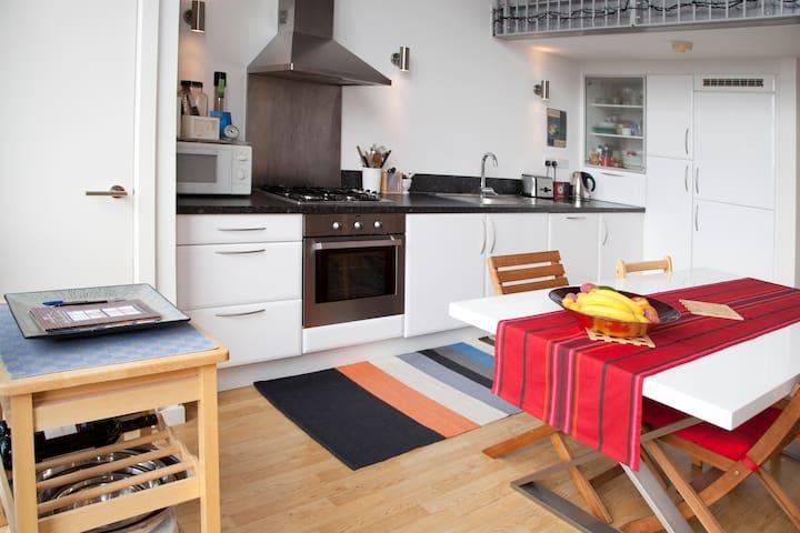 Double room - Acton/Shepherd's Bush - London - Apartment