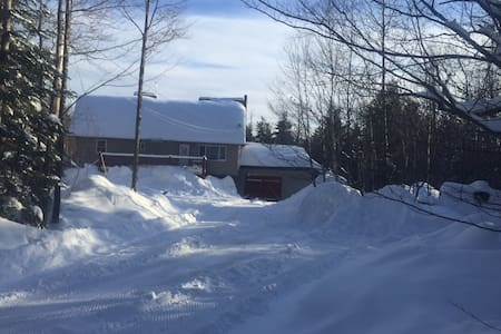 Fully Furnished Home Snowmobiling - Monson - Talo