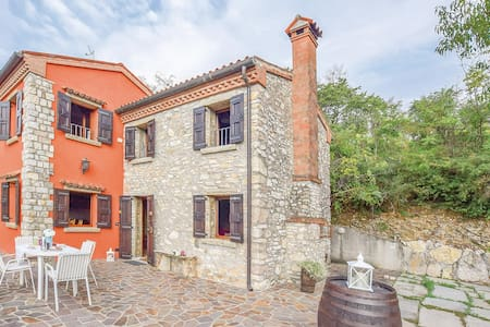 Holiday cottage with 2 bedrooms on 120m² in Fontanafredda di Cinto