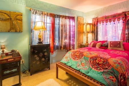 Madeira Beach romantic Boho room - Saint Petersburg - Chambres d'hôtes