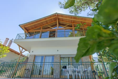 2 bedroom villa, garden and seaview - Arkitsa