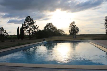 Maison spacieuse avec piscine au milieu des vignes - Targon
