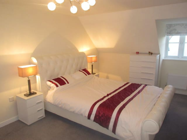 Ensuite double room in Trowbridge - Trowbridge - Bed & Breakfast