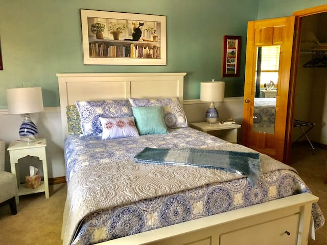 The Aspen Room - Comfortable queen bed, 2 soft chairs and a large closet.
