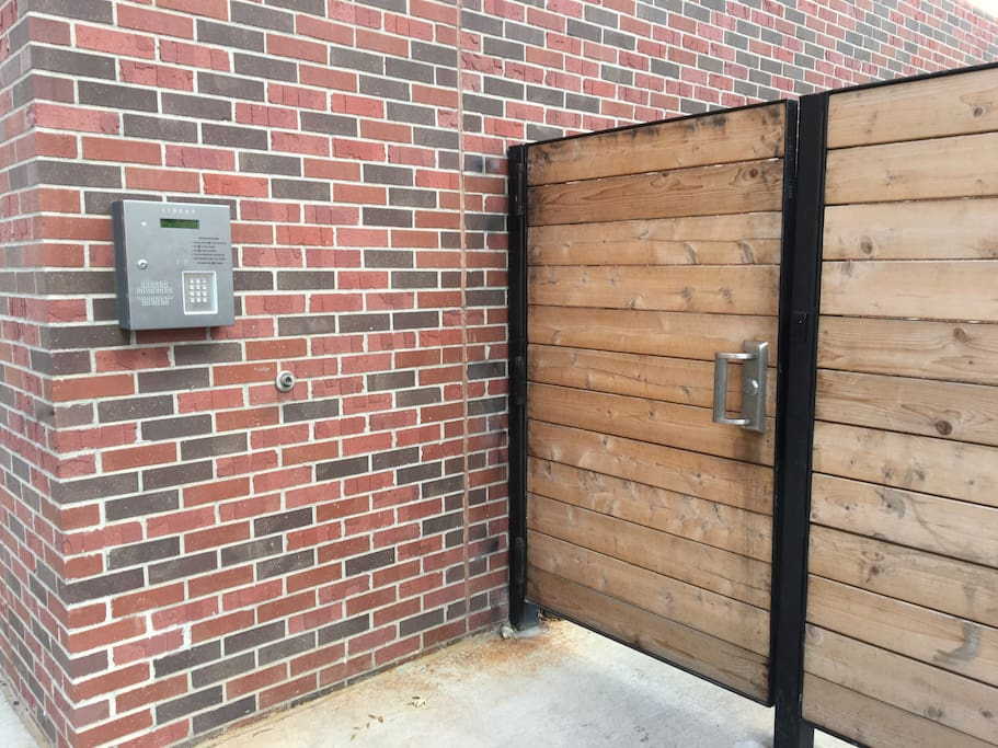 Buzzer/Intercom & Secure gate into the building