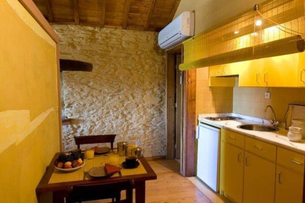 Kitchenette com área para refeições
