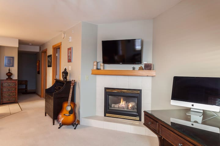DOWNTOWN CANMORE COZY CONDO !! - Canmore - Appartement