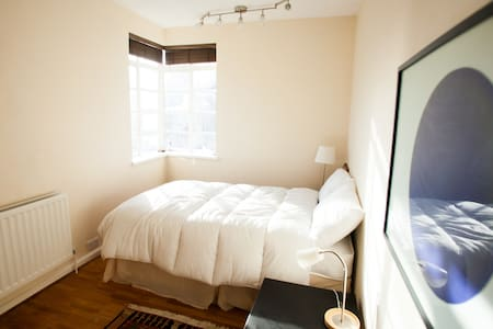 Beautiful Bedroom in St Johns Wood