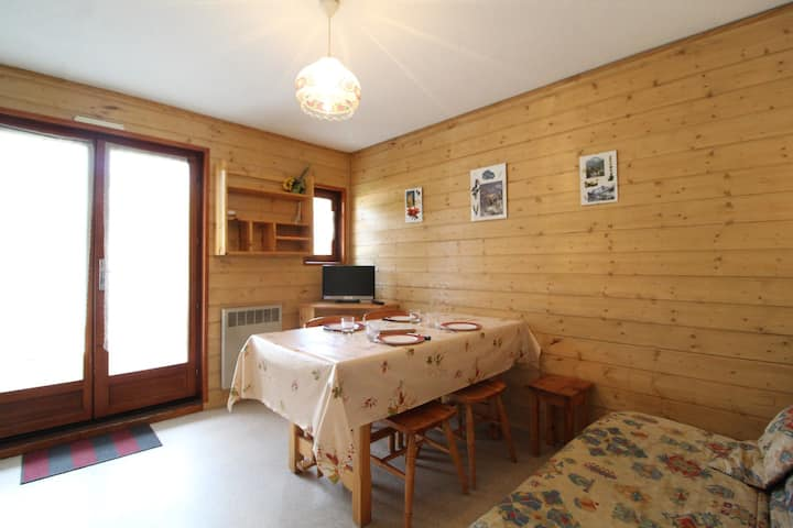 CHC124 : Apartment 4  persons in the village of Lanslevillard