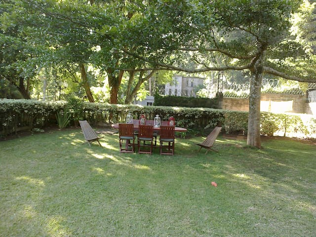 Cosy Guest House in Beautiful Spring Valley - Nairobi - Guesthouse