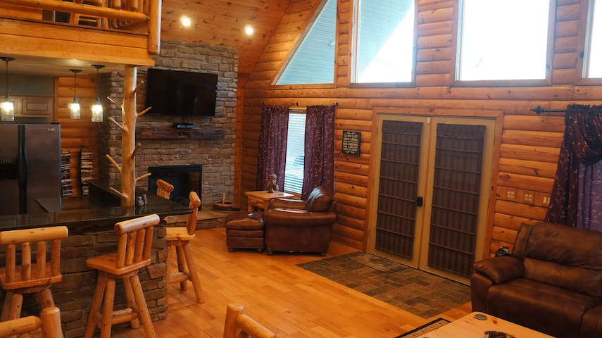 Yatesville Lake Luxury Cabin Rental - Louisa - Houten huisje