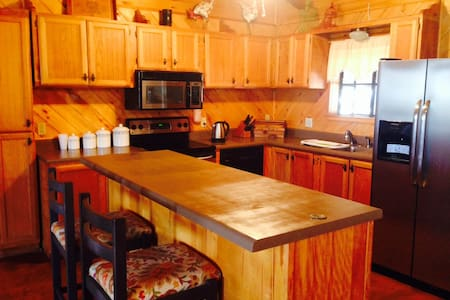 Charming Cozy   Ranch Log House - Sanger - Hus