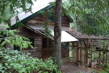 Daisy Hill Cottage, 654 Burrill Rd - Galiano Island - Blockhütte
