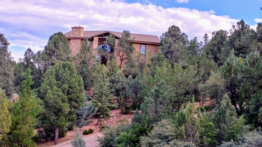 Hudson's Mountain Guest Villa