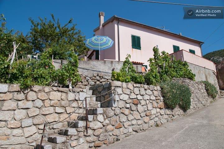 Isola in Villa - Patresi - Villa