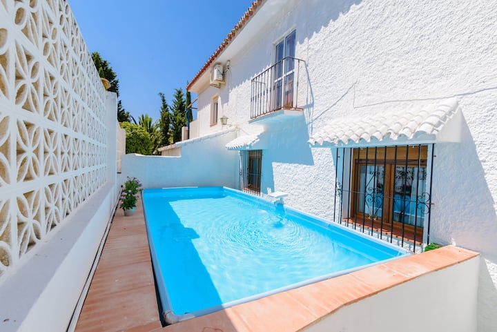 Villa with 3 bedrooms in Alcaucín, with wonderful mountain view, private pool, furnished terrace - 22 km from the beach
