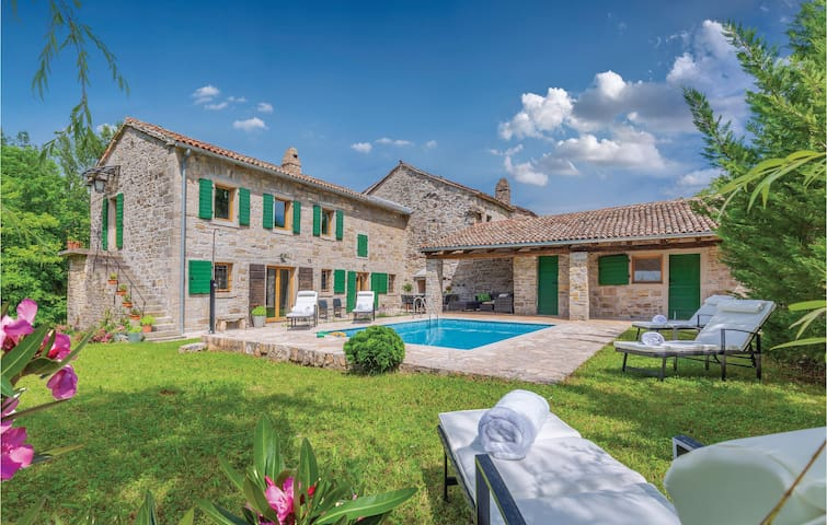 Holiday cottage with 2 bedrooms on 160m² in Buzet