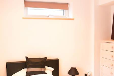 Bright en-suite room in luxury home - Cockermouth