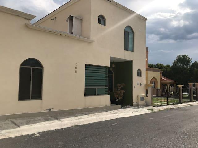 casa nueva amueblada villas Arteaga amueb