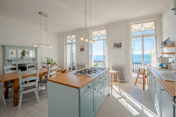 The Wellington: Two bedroom apartment with balcony