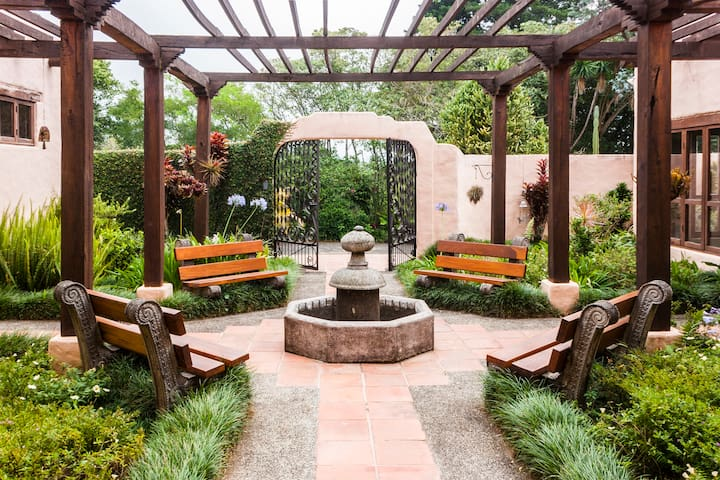 Magical Home, gardens, waterfall - El Roble de Santa Barbara - Dom
