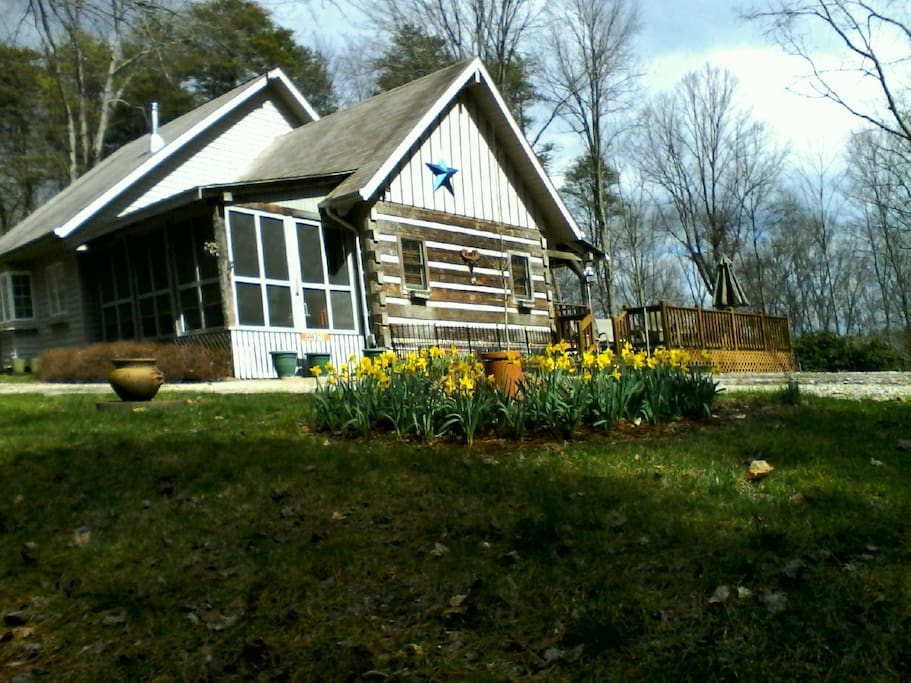 EXTERIOR VIEW OF BLUE STAR B & B - EARLY SPRING