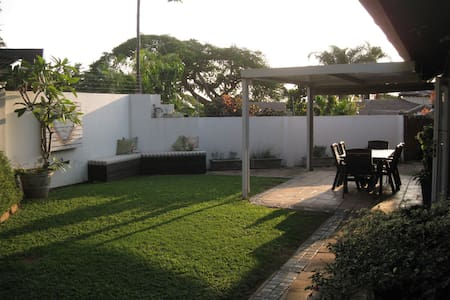 Comfortable home with large garden - Durban North