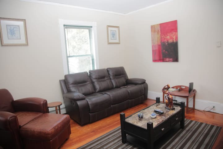 Comfy 4 Beds  & Mins to Downtown PVD & Colleges