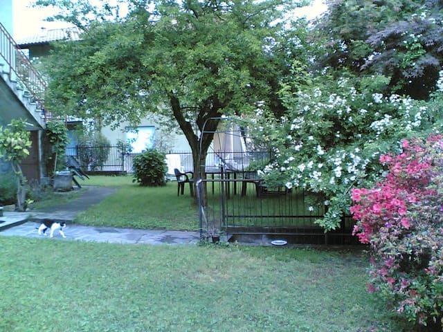 Casetta con giardino vista lago - Dormelletto - บ้าน