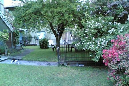 Casetta con giardino vista lago - Dormelletto