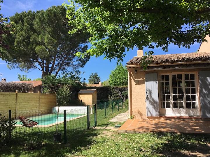 Maison en Provence, piscine sécurisée, jardin clos