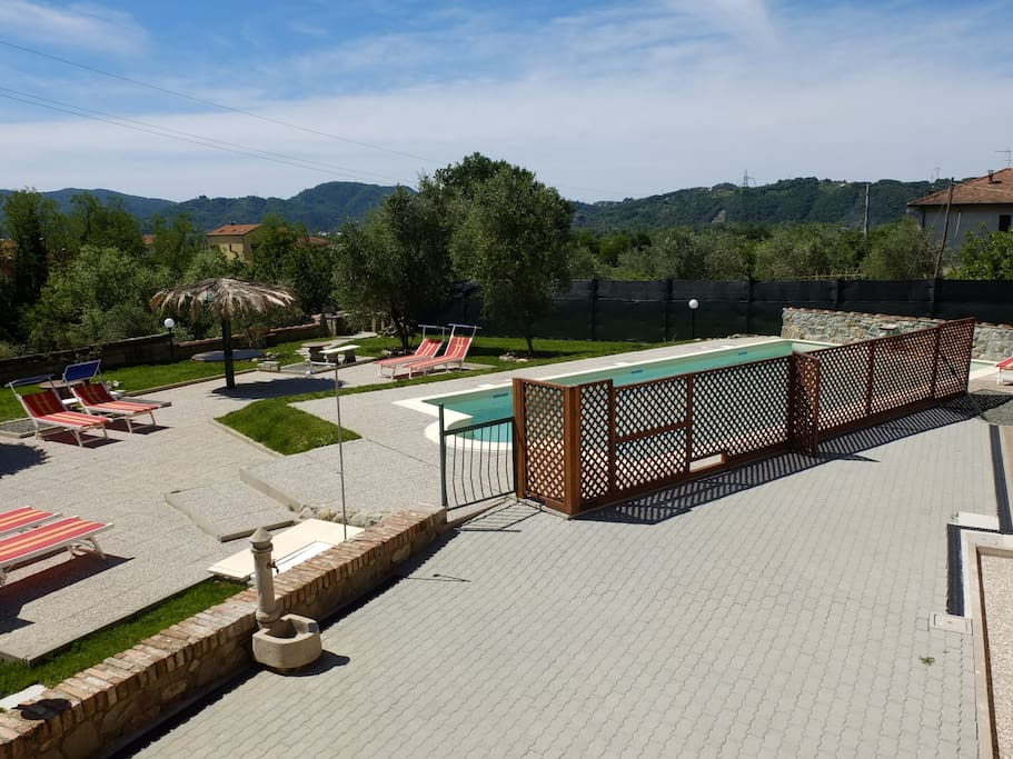piscina con area riservata