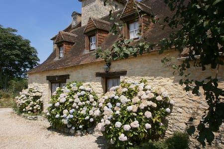 Charmant gîte entre Sarlat et Rocamadour - Dégagnac - 独立屋