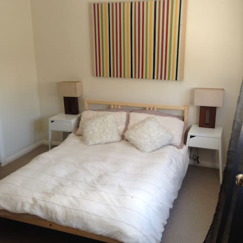 Room to Rent in Newtown - Newtown - Dům