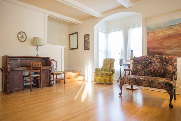 Momma Bear Room - Anoka - House