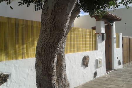 """""""Casa las Tuneras"""", acogedor alojamiento rural - La Oliva - House"""
