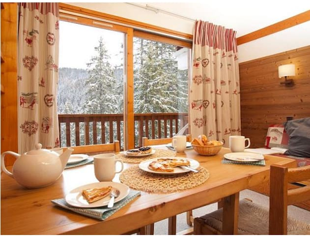 Dining Area, Large window with balcony facing the valley and the Altiport.