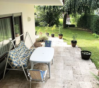 Schöne UG Wohnung mit Terrasse,Garten und Teich