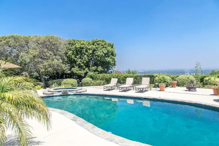 LUXURIOUS LOS ANGELES HOME-PANORAMIC VIEW-POOL-SPA