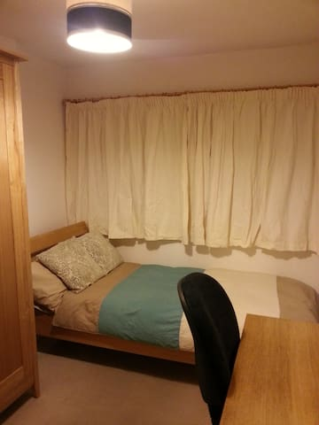 A Room To Rent For The Night In Barnstaple