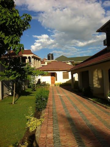 Mbezi Beach Villa - Near Ramada Resort  Hotel