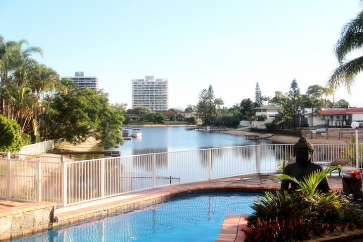 Gold Stay@BroadBeach WaterFront
