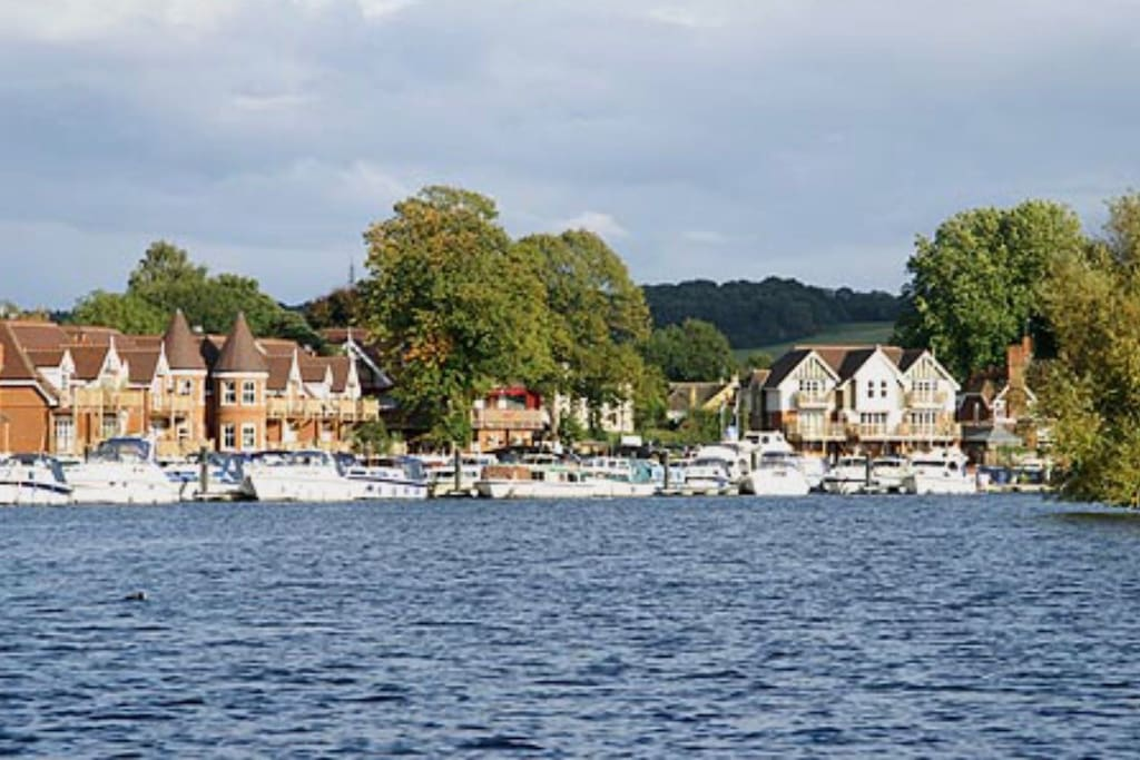 Bourne End Marina which is only a 10 minute walk away