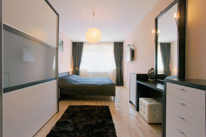 ID 1803 | 4 Private Rooms wifi - Laatzen - House
