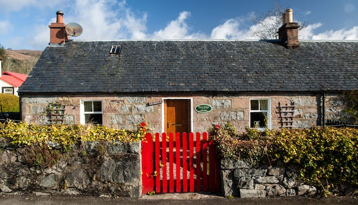 Kintore  Cottage, Original Lock keepers  cottage