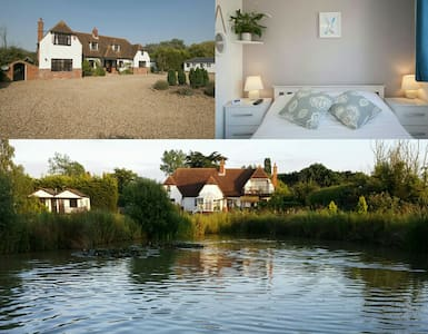 Bellropes; Sleeps 20. Beautiful views and gardens. - Essex